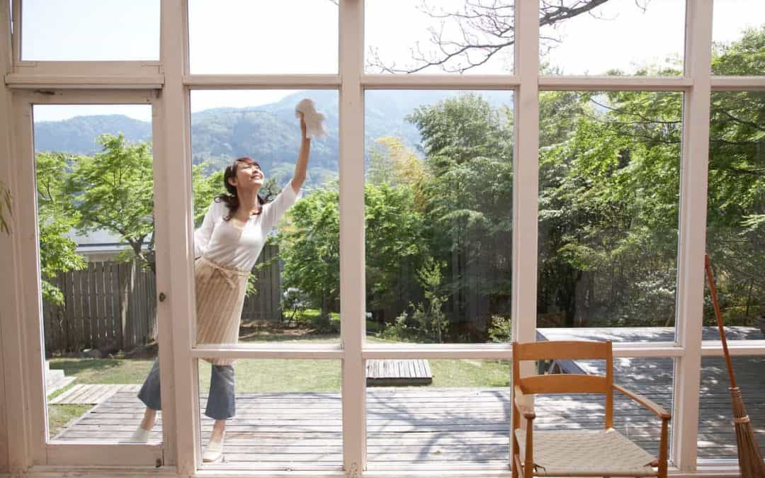 Super simple, easy guide to washing your windows and exterior glass